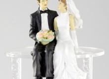 Γαμήλια Κορυφή Γαμπρός & Νύφη Καθιστοί Με Λουλούδια 11cm (κωδ. 8048)